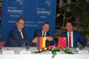 Deutsche Messe baut 
