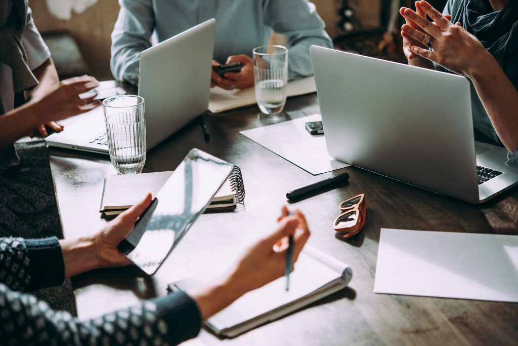 Laptop, mobile phone, tablet and documents on a working table in creative office. Successful teamwork and business startup concept. (Bild: ©Gregory Lee/Fotolia.com)