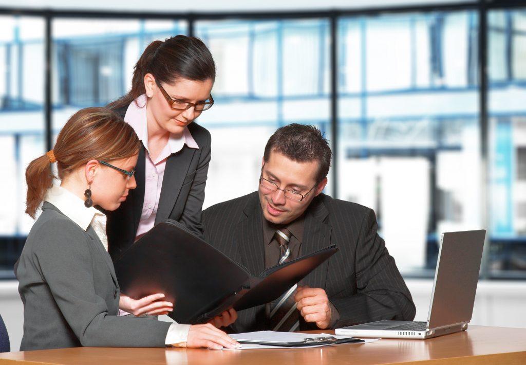 Business meeting in a modern office. (Bild: ©János Gehring/Fotolia.com)